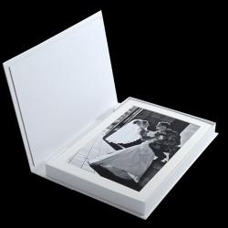 10 снимки 20х30 см в бяло паспарту с луксозна бяла кутия ФБ-43